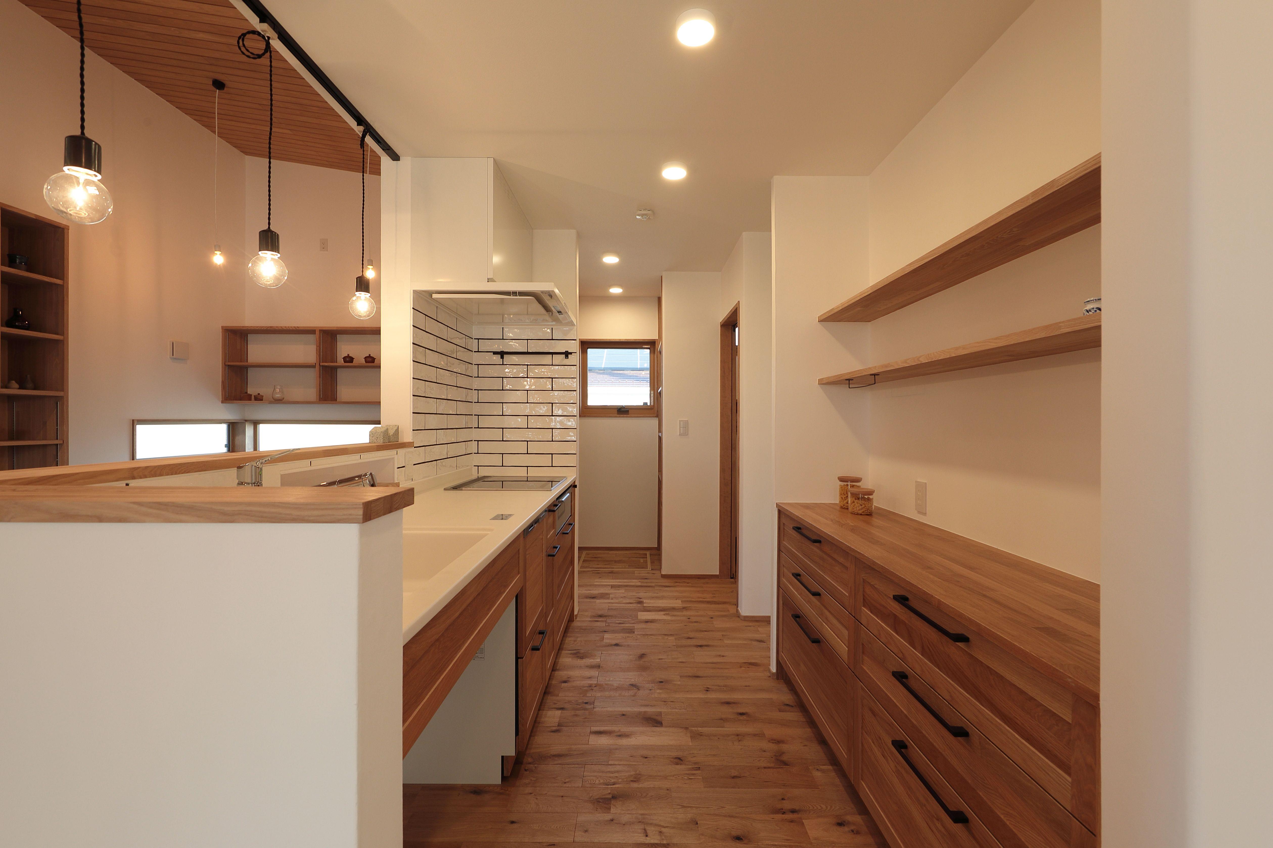 キッチン タイル 対面キッチン 自然素材 Wabika 廣神建設 群馬 高崎