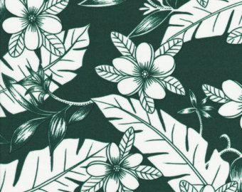 Big Kahuna  ❥ Grande polynesian negrita sobre un fondo negro. Con hibisco, hojas de Monstera y arte polinesio. Perfecto para el desgaste del
