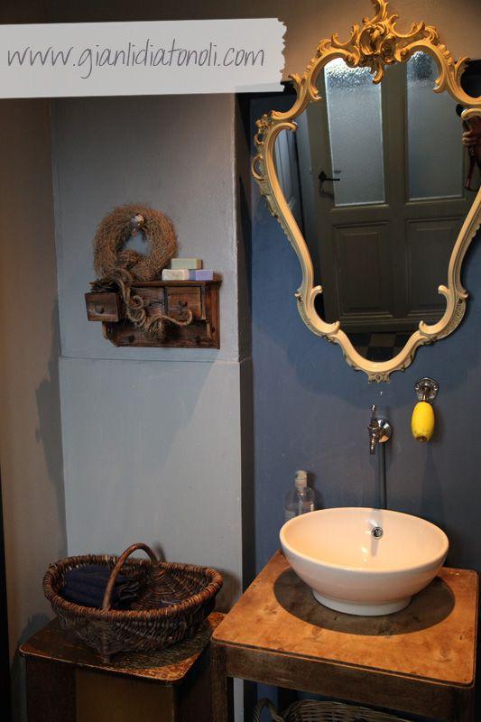 Giato Salò: Sala da bagno con dettagli Shabby Chic