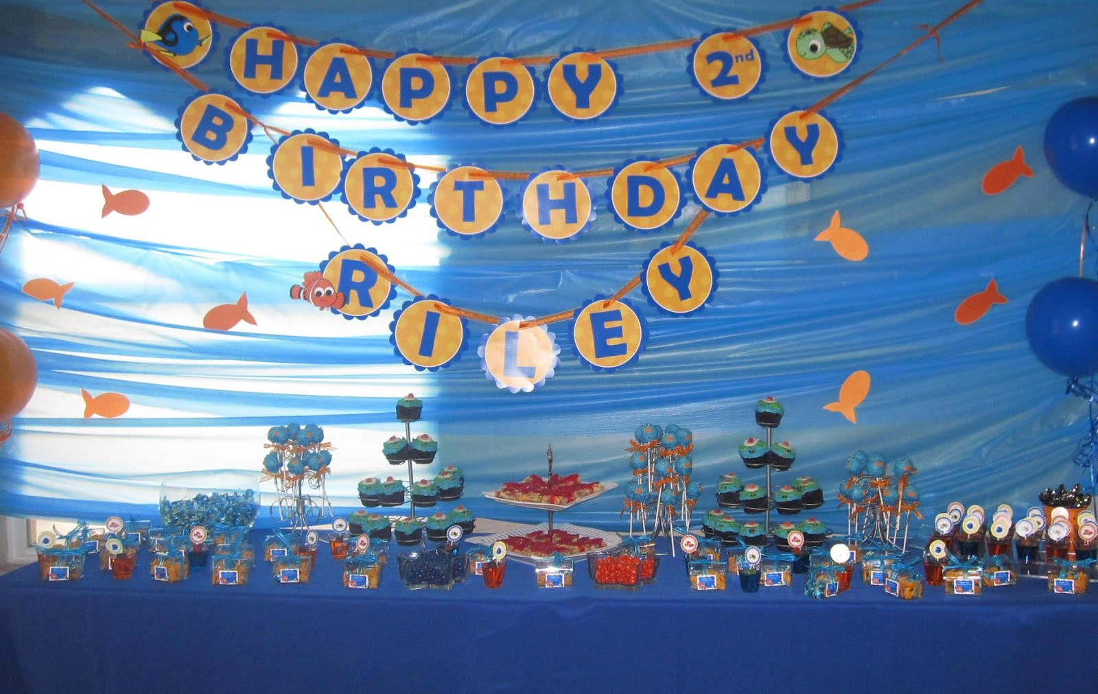 Favors and fixings party blog finding nemo birthday party for Nemo decorations