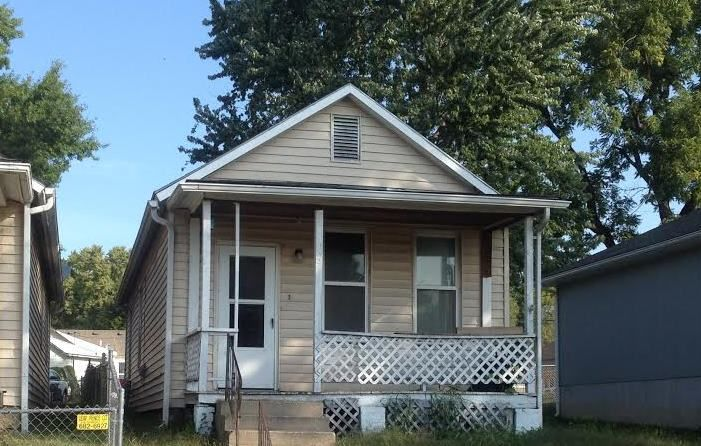932 Osage St - Cute 2 bed, 1 bath home in Leavenworth has a large kitchen, big bedrooms and lots of windows to help brighten those winter days. Available for monthly Rental, or as Lease or Rent To Own Purchase.  Visit www.archwayhomeskc.com for more information.