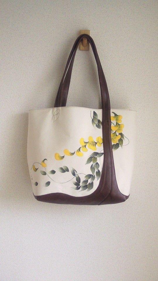 湘南で活躍するチョークアーティストkinacoの描いた作品を、そのまま生かしてバッグに仕立てたLoco SUUTTOの作品です。 帆布に直に描かれた色鮮やかな...|ハンドメイド、手作り、手仕事品の通販・販売・購入ならCreema。