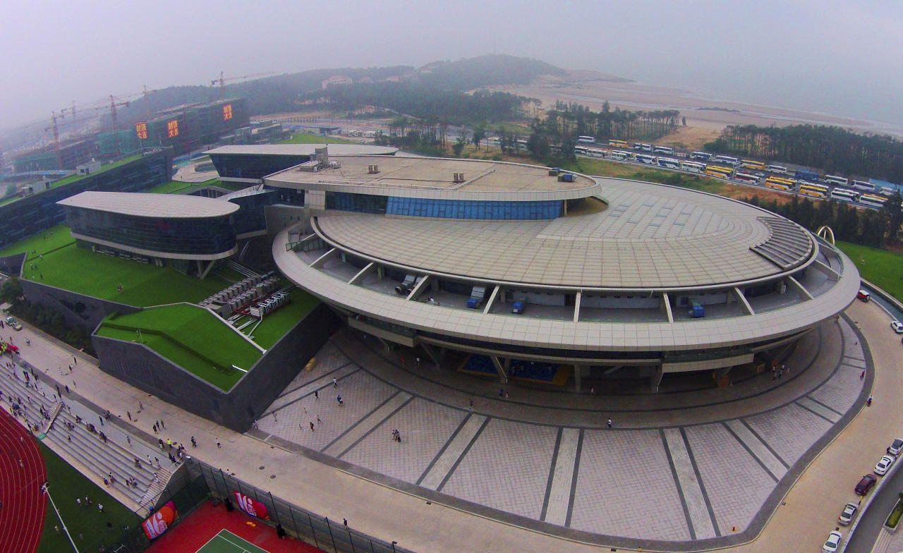 25.05 Un millionnaire chinois, grand fan de la série télévisée Star Trek, a reproduit le mythique vaisseau spatial USS Enterprise dans l'architecture futuriste du nouveau siège de son entreprise.Photo: str