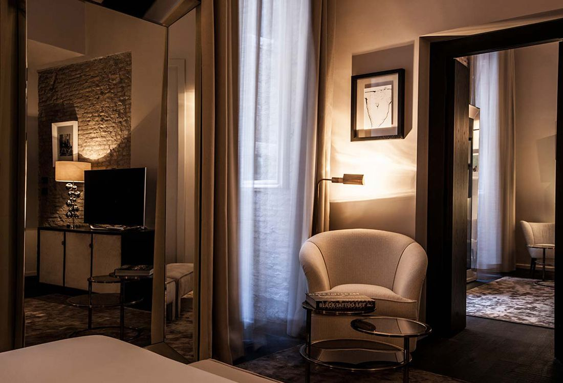 HOTEL DOM The D.O.M is a five stars hotel in  the heart of Rome. This hotel has the typical atmosphere of a noble Italian residence and stems from an extremely sophisticated design that melts with the pre-existing structures. Designed by studio labARK and realized by Devoto Design.