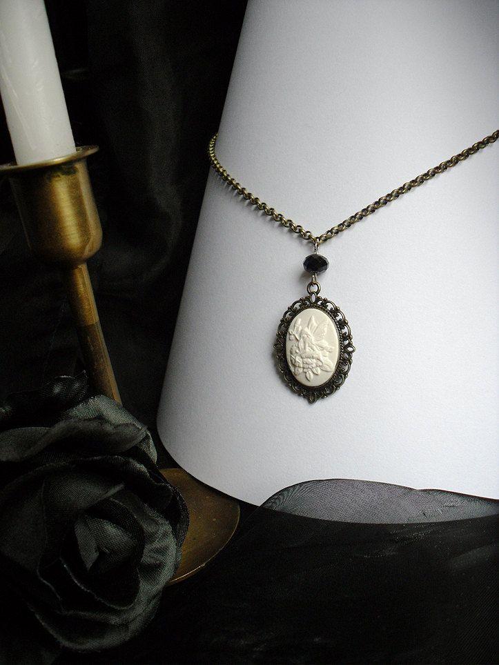 Collana Fatata  Cammeo Fata Base Bronzo Perlina di NaamahVonhell, €14,00