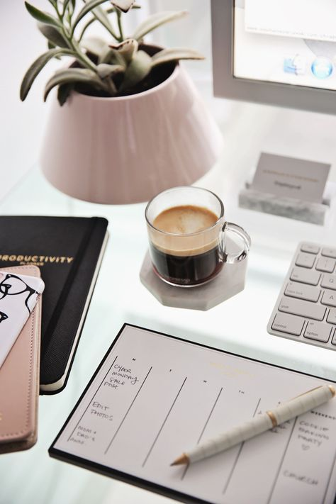 7 Habits That Are Making You Unproductive   The Everygirl