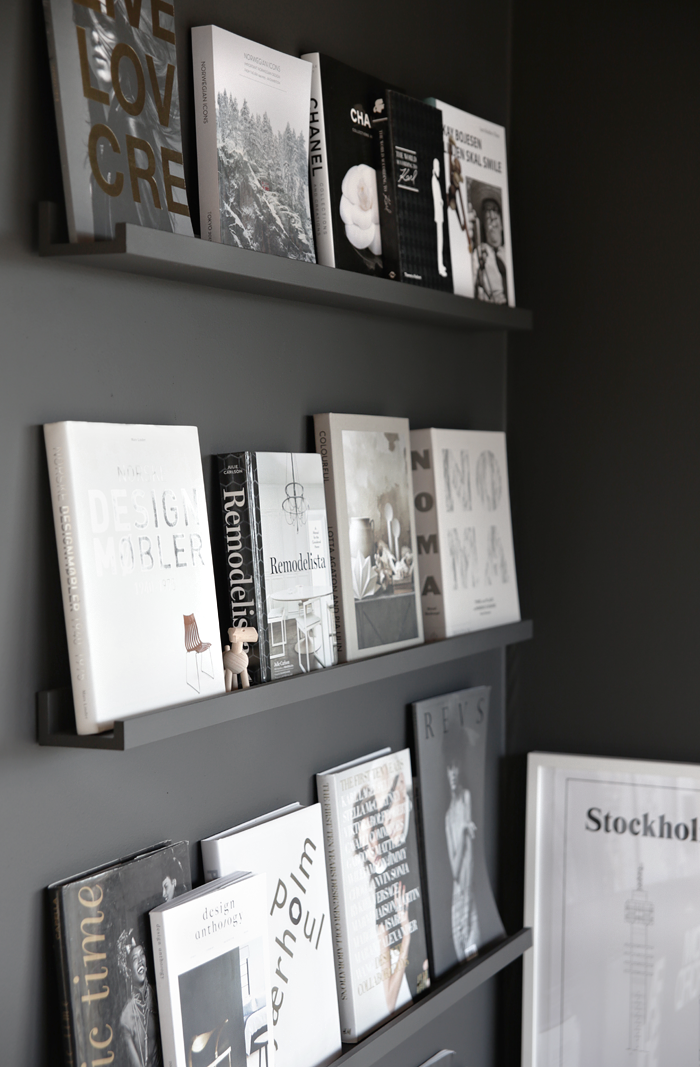 black wall with books wall wand pinterest schwarze w nde w nde und m bel. Black Bedroom Furniture Sets. Home Design Ideas