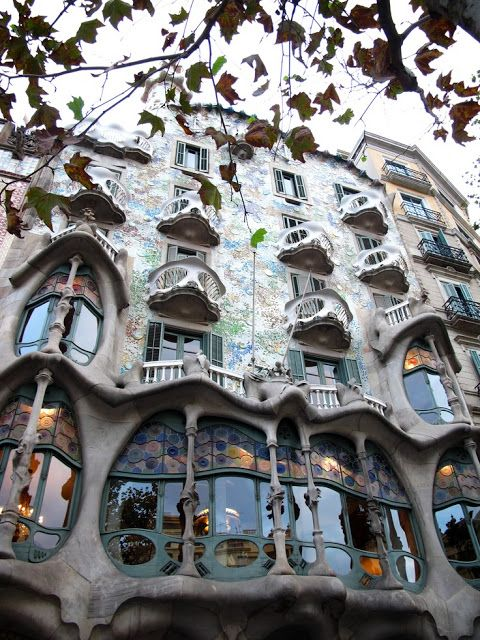 Distinctive Architectural Styles Amazing Snapz See More Pictures Arquitectura Arquitectura Clasica Barcelona
