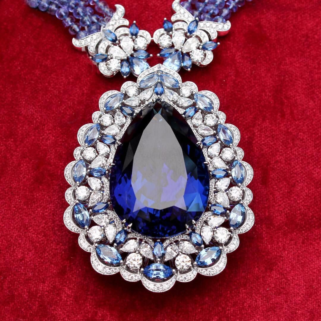 139 3k Followers 1 177 Following 10 3k Posts See Instagram Photos And Videos From The Jewellery Editor Thejewelle Jewelry Jewelry Editor Precious Jewelry