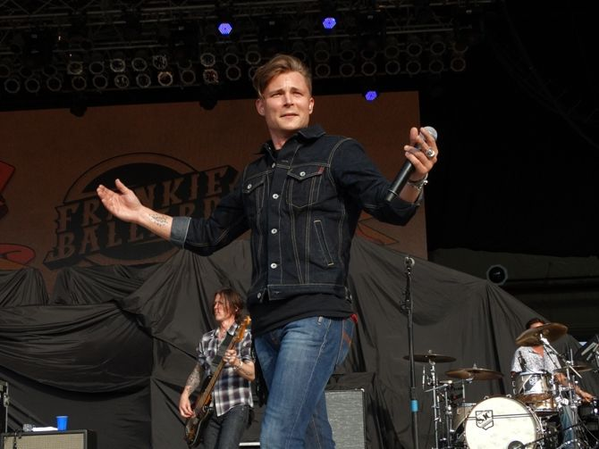 Frankie Ballard, performing at JITH 2015, 7/17/15.  Check out over 1600 pics from Jamboree In The Hills 2015 - including individual links to go straight to specific artists with just one click - HERE: http://www.wovk.com/features/jamboree-in-the-hills-159/