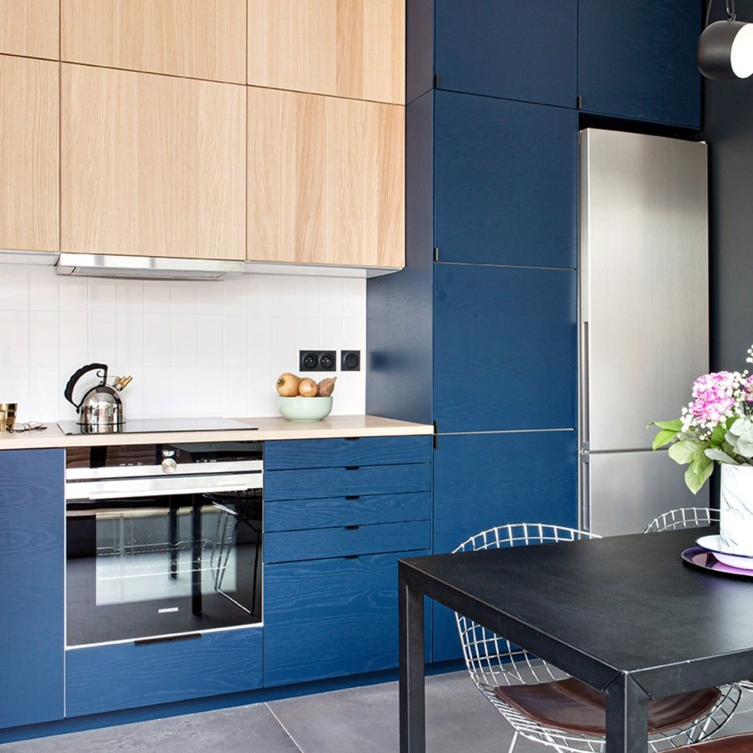 Dans Une Ancienne Usine Pres De Montreuil Pierre Francois Et Pauline Ont Cree Un Loft Au Style Contemporain Ou La Cuisin In 2020 Kitchen Kitchen Cabinets Home Decor
