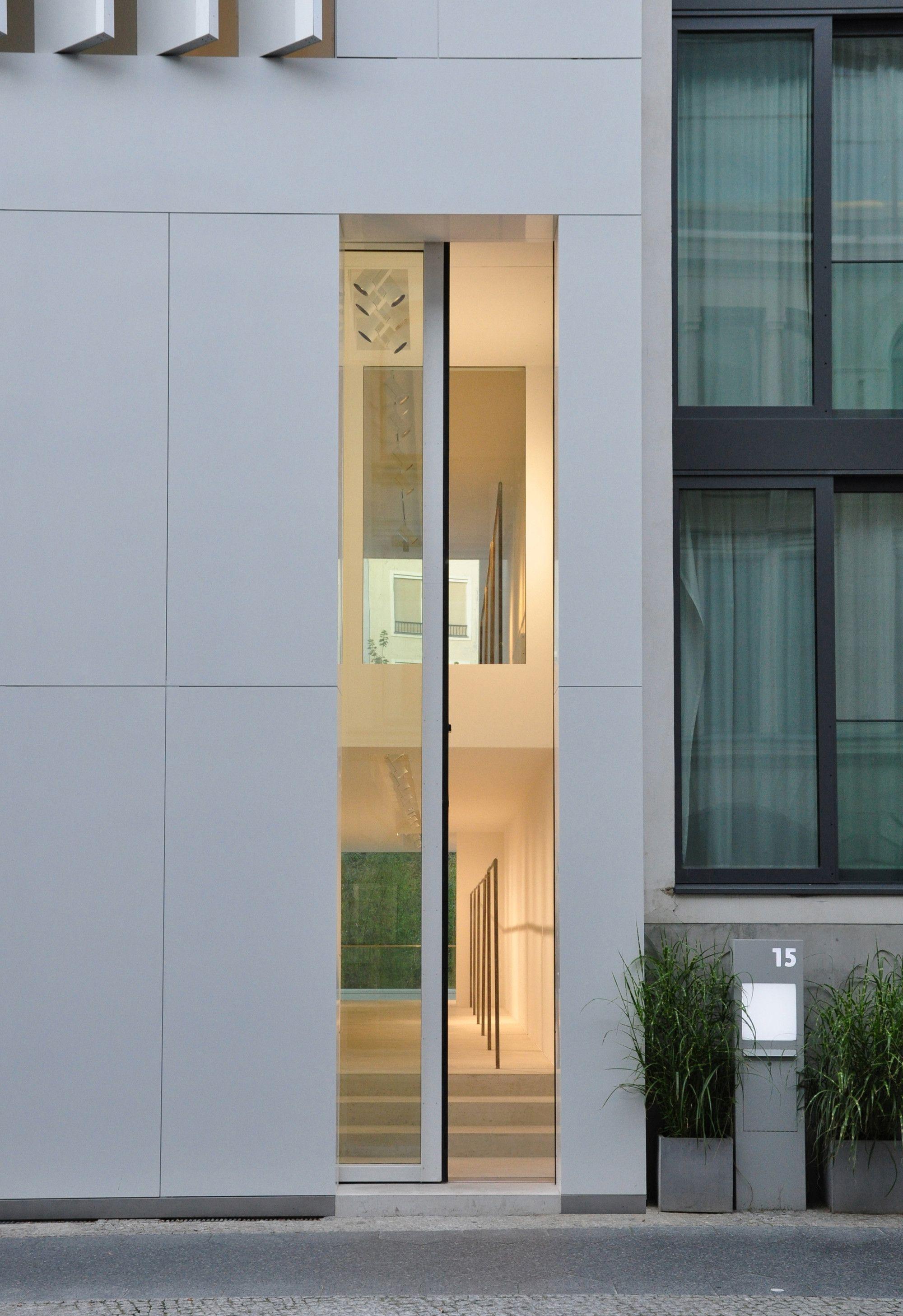 Townhouse Oberwall / Apool Architects - hochglanzweiß lackierte Aluminiumpaneele