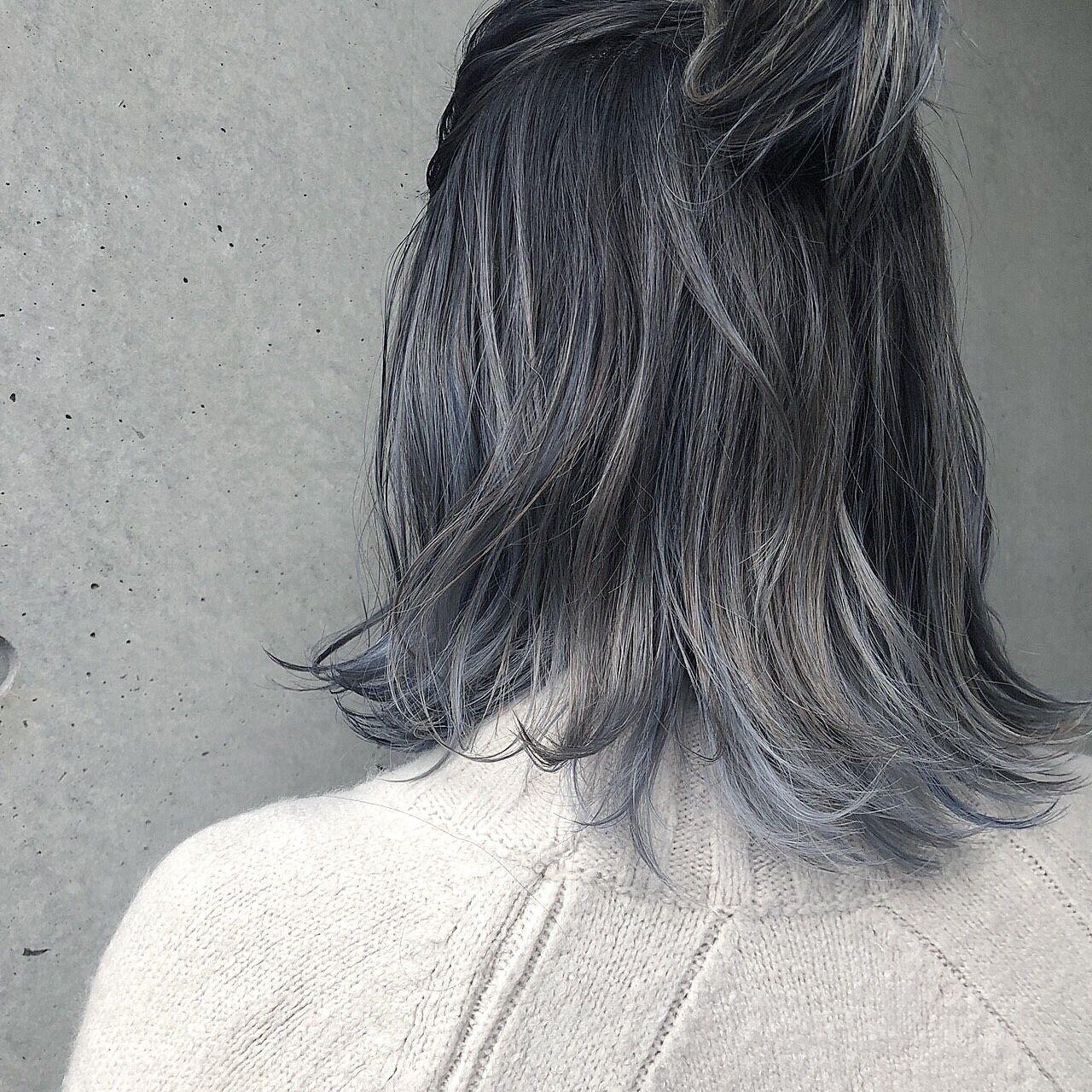 たっぷりのハイライトに 根元中間はグレーで毛先にホワイトシルバーを メッシュでブルーも入れて欲張りカラー ヘアカラー シルバー 髪色 グレー 髪 色 シルバー