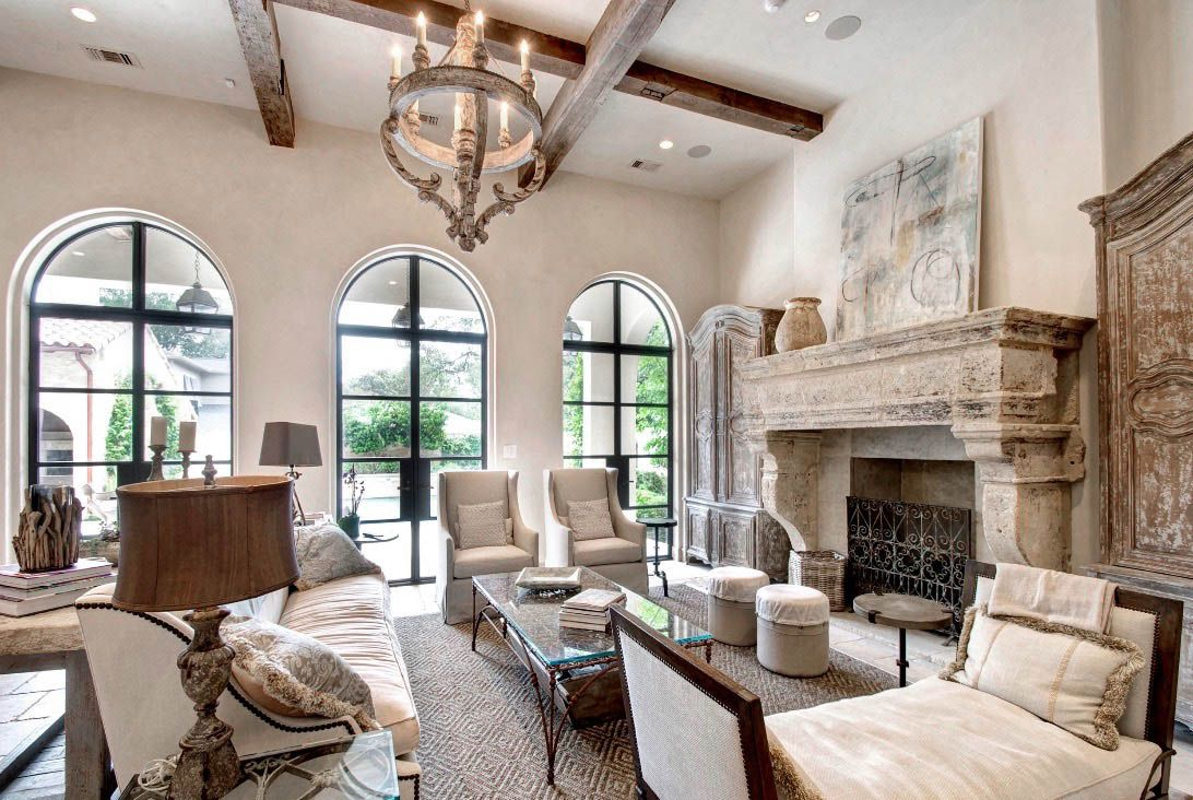 Beautiful Tuscan Villa Style Cozy Living Room Decor With Slipcovered Sofa And Armchairs In 2020 French Country Interiors Mediterranean Living Rooms French Living Rooms