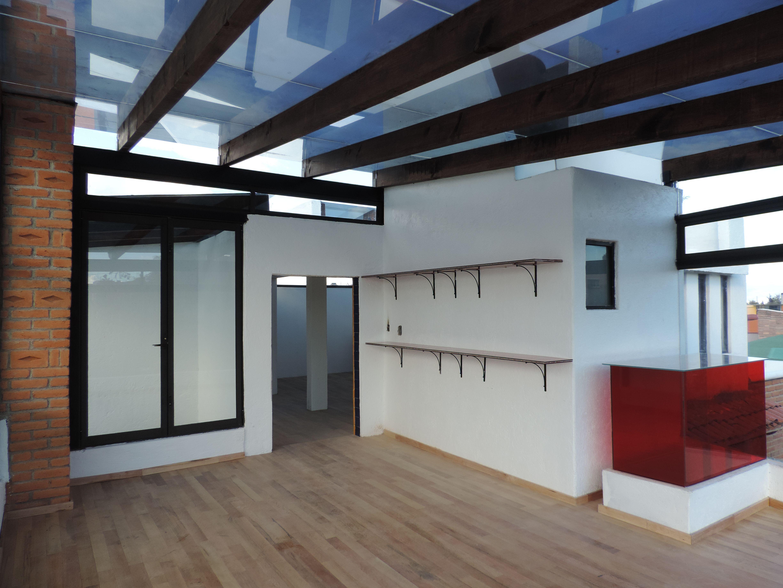 Se utilizo madera ladrillo recocido y vidrio con for Terrazas azoteas