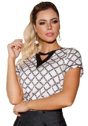 blusa off white estampa preta decote v vazado mangas bordado pedrarias via  tolentino viaevangelica frente 4e3bb464cd