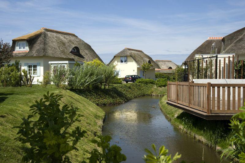 De ligging is perfect: bij het strand en de duingolfbaan, op slechts een paar minuten lopen van de mondaine badplaats Domburg.