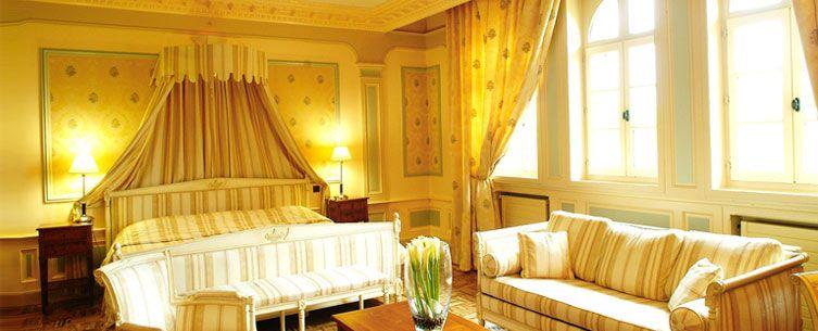 Chateau De Montvillargenne Hotel De Luxe 4 Etoiles Pres De Paris Chambre Royale Chambre Amusante Hotel De Luxe