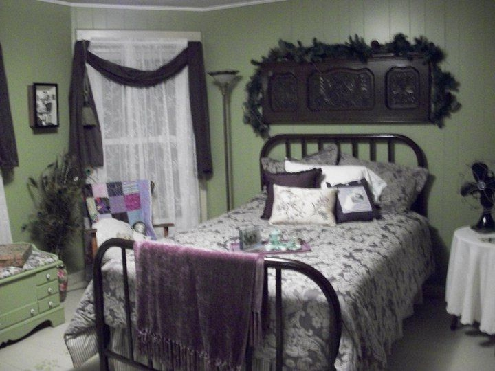 Western Inspired Room Love The Headboard With Old Doors: 1940's Bedroom With Vintage Metal Headboard's! Awesome