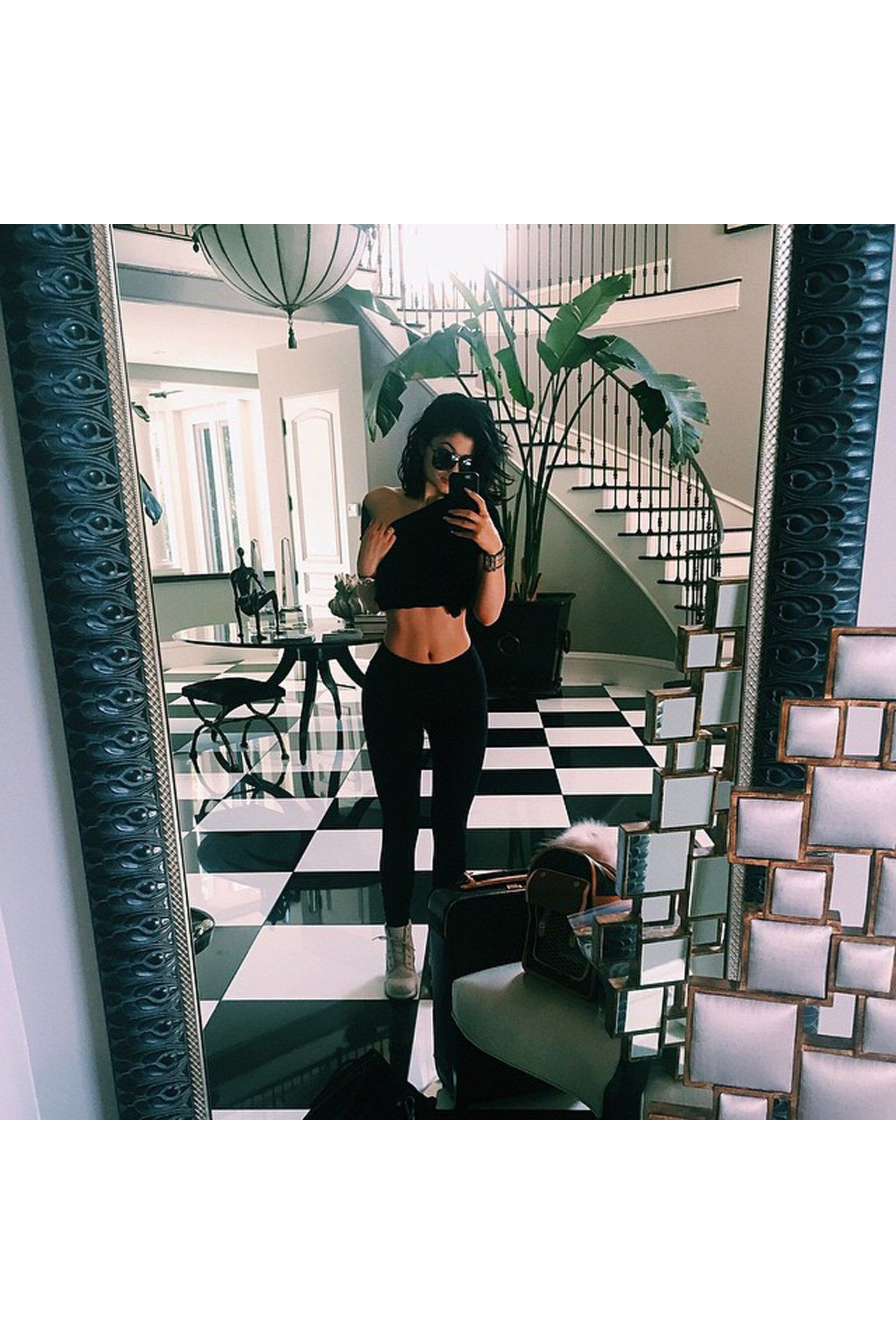 Inside kylie 39 s new pad kylie jenner house jenner house for Kylie jenner room tour