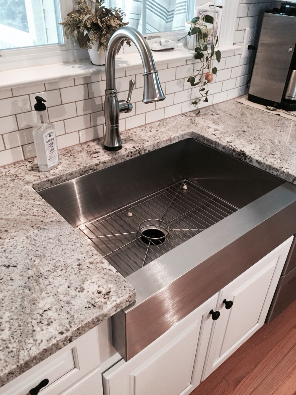 White Kitchen Cabinet Makeover With Stainless Steel Farmhouse Sink Kitchen Cabinet Design Farmhouse Sink Kitchen Replacing Kitchen Countertops