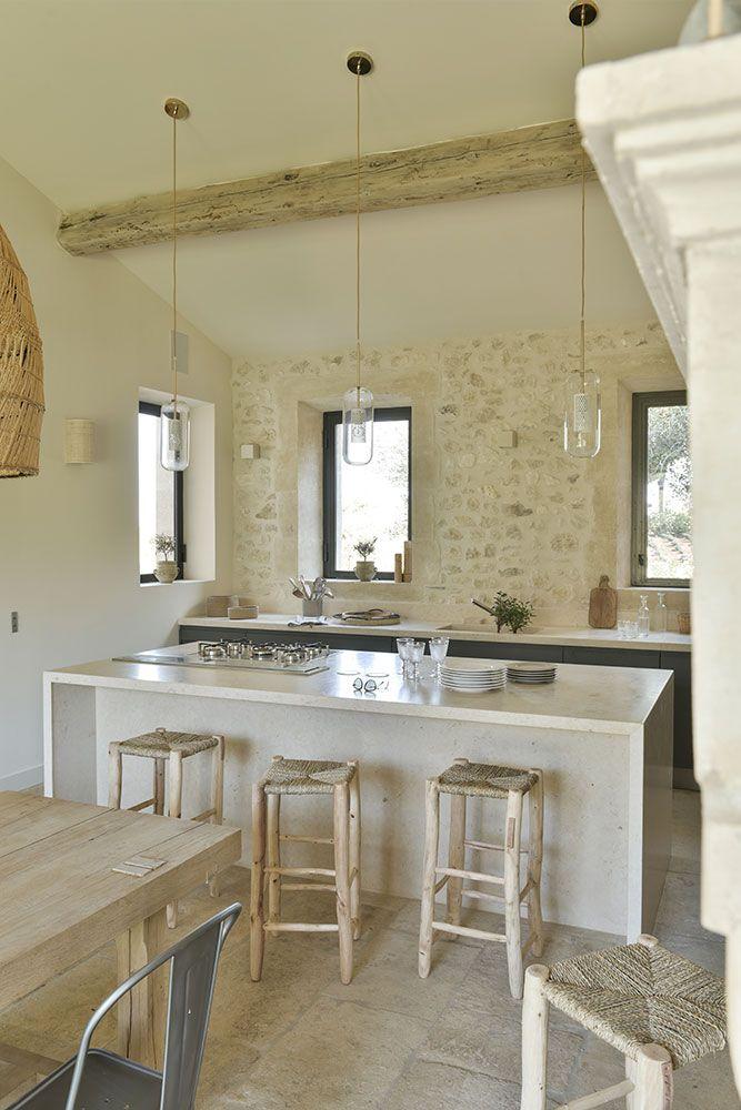 Cuisine Moderne Dans Maison En Pierre: Magnifique Mas Neuf Dans Les Alpilles Pour Une Jeune