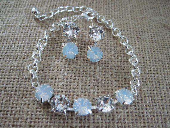 White Opal Crystal Drop Earings/ Rhinestone por KVEdesigns en Etsy
