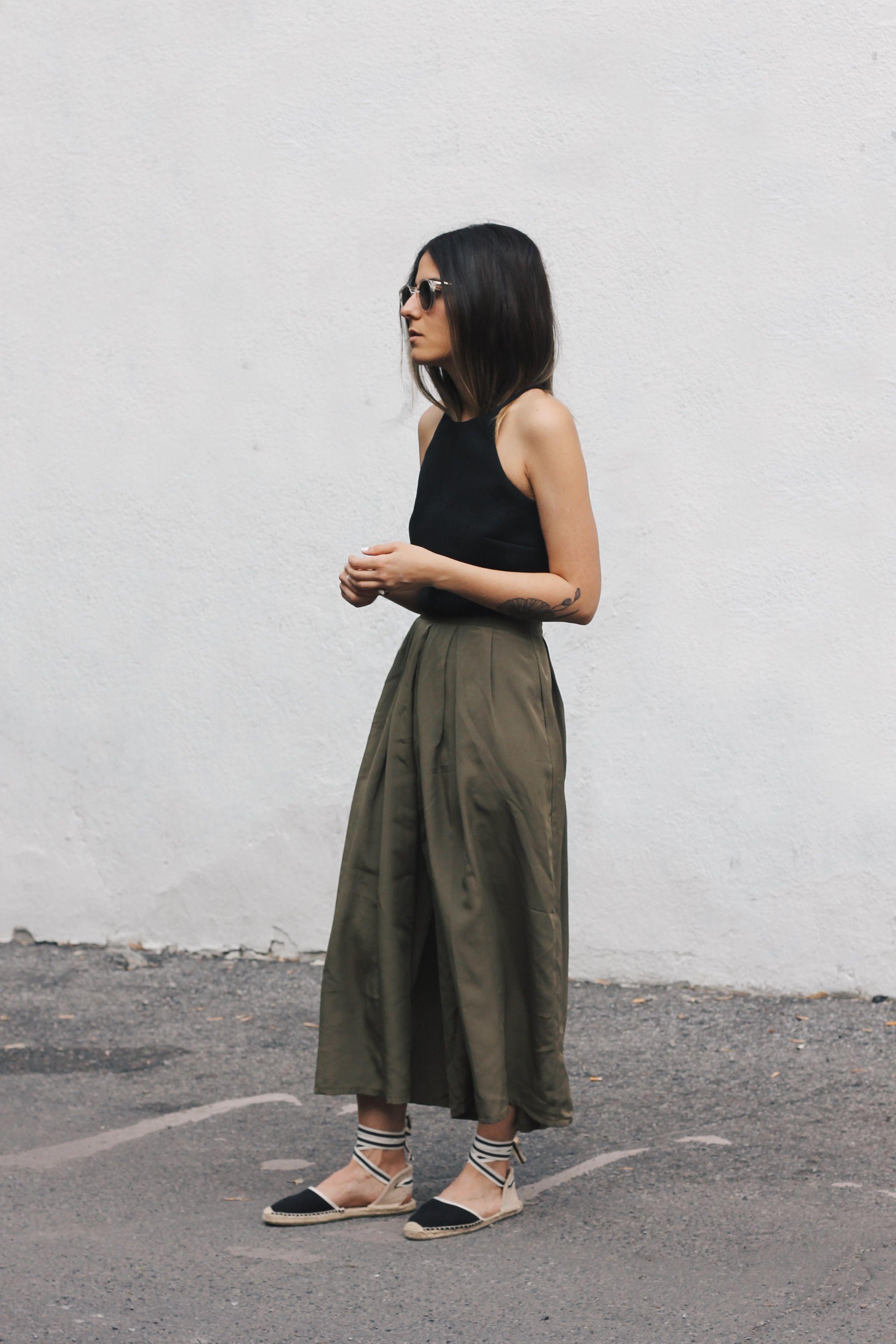 khaki midi skirt //