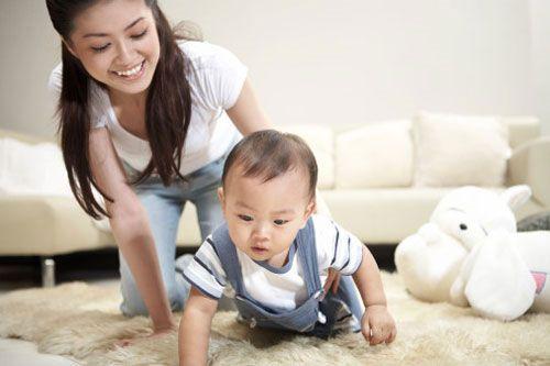 Được bố mẹ vui chơi cùng có lẽ là điều khiến đứa trẻ nào cũng thích thú bởi chúng cảm thấy được yêu thương và có được đối tượng tương tác khi vui chơi thông thái để hỗ trợ cho bé khi chơi.