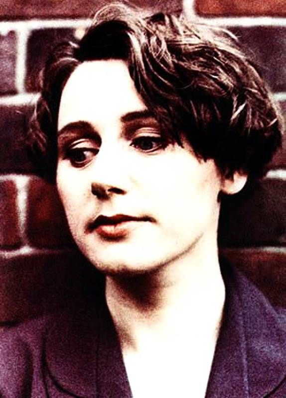 Cocteau Twins – In Session 1984 – Nights At The Roundtable: Session Edition – Past Daily – Click on the link here for Audio Player – Cocteau Twins – in Session for John Peel – August 29, 1984 – BBC Radio 1 Ending up the work-week with a taste of ethereal tonight. Cocteau Twins were one of those milestone bands who pretty much changed the... #bbcradio1 #cocteautwins #dreamscape