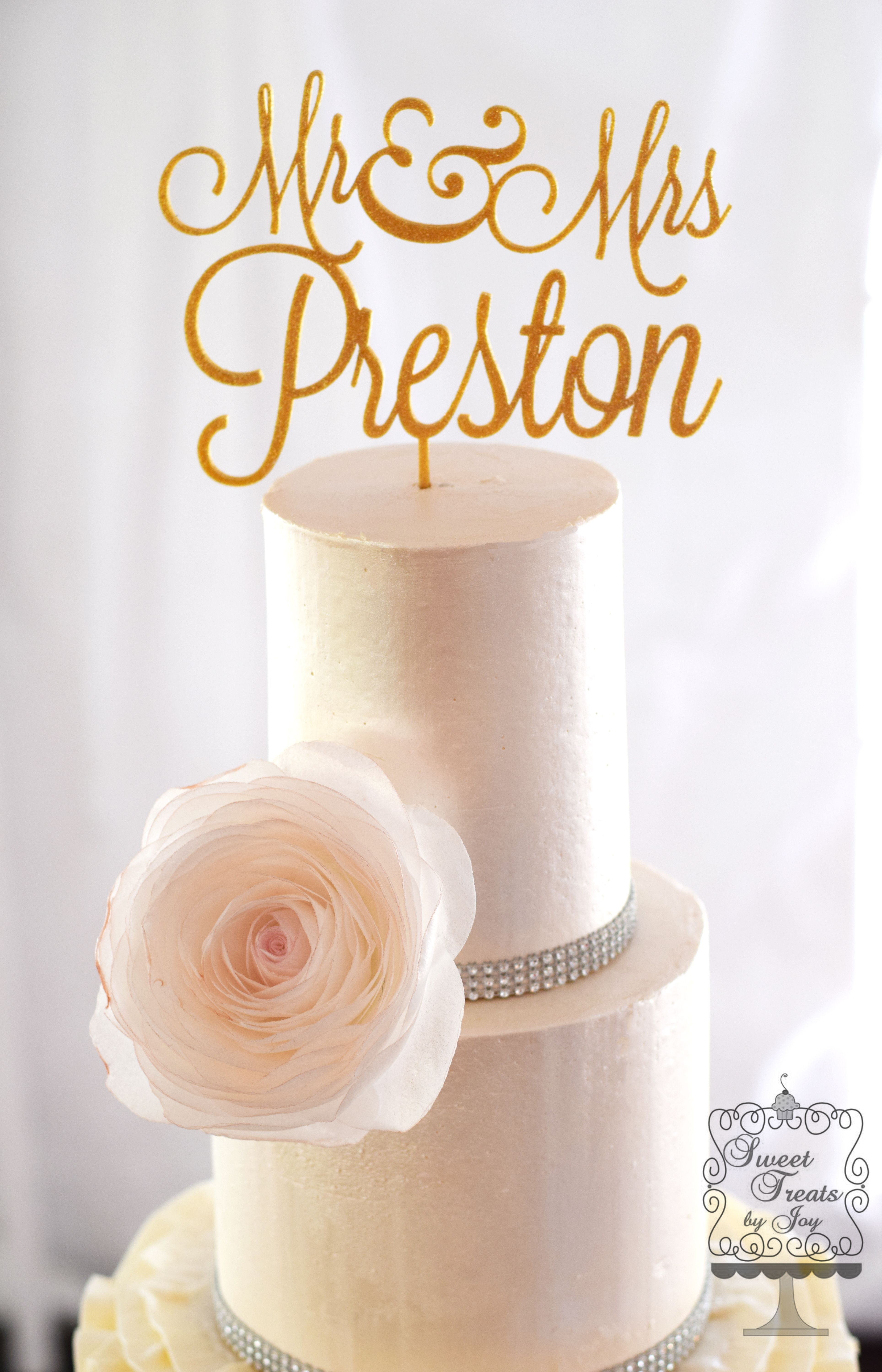 Buttercream wedding cake Champagne colored with ruffled rose