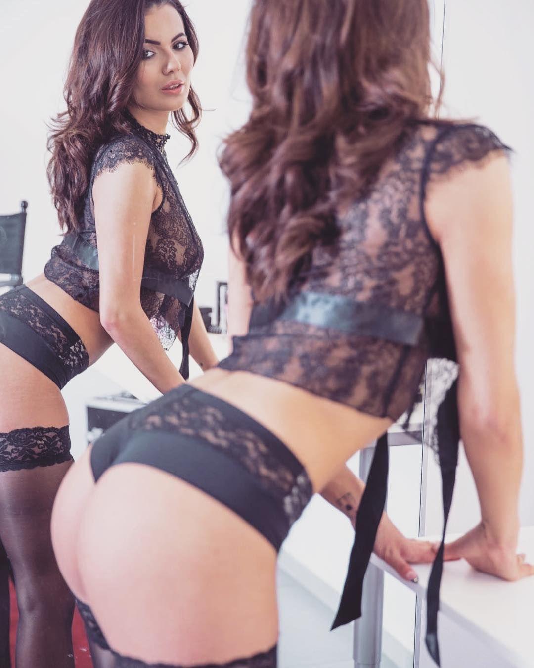 Vanessa Decker Nude Photos 29