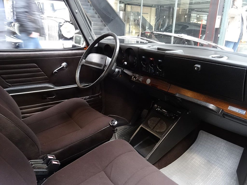 Car interior brown - Saab 99 Interior Brown 2