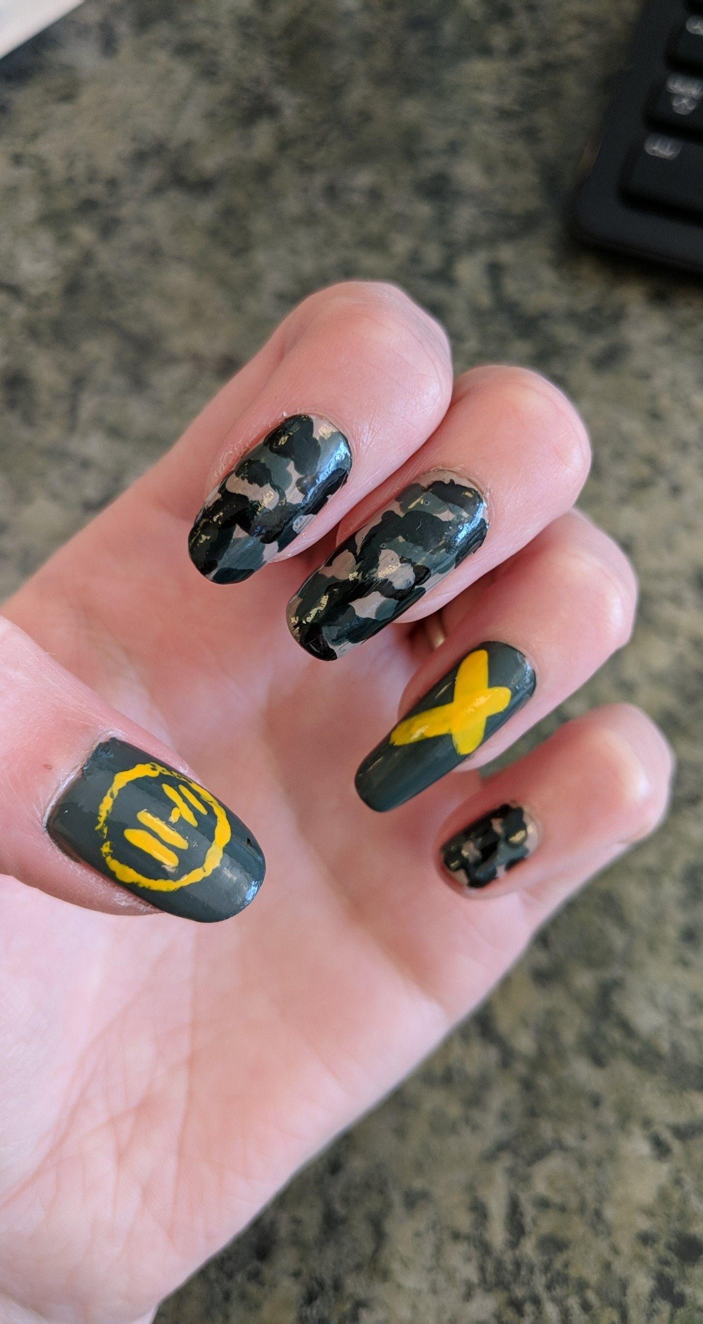Twenty One Pilots Nail Art Yellow Camo Nail Art Camo Nails Music Nails