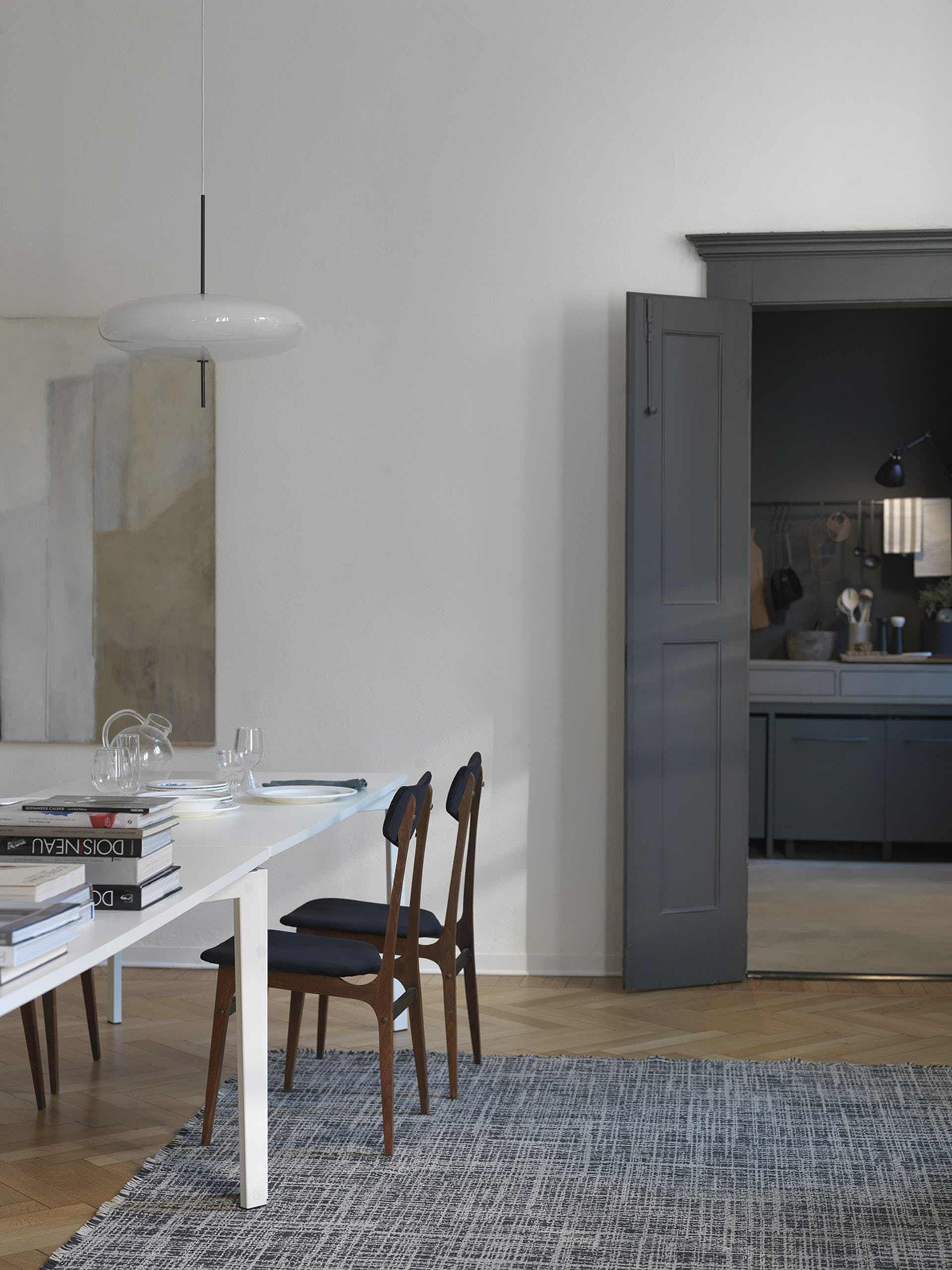 Stunning Como apartment with a dark kitchen   COCO LAPINE DESIGN ...
