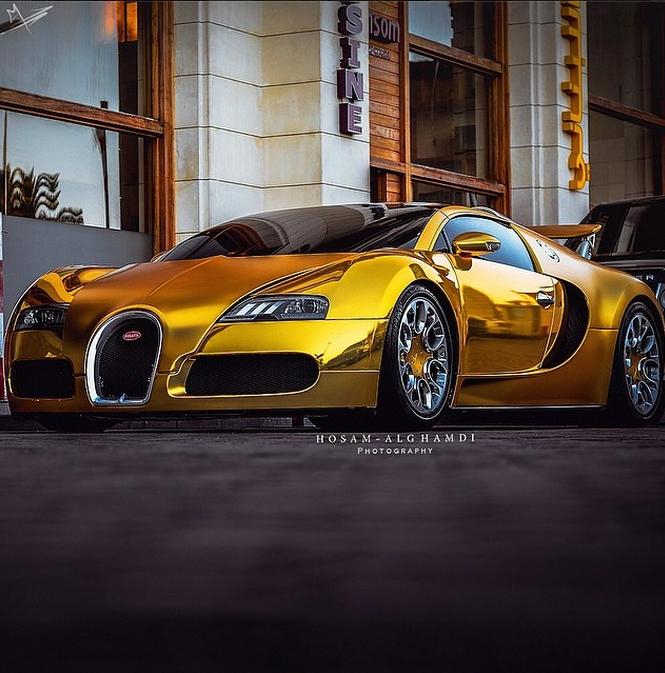 Golden Veyron.... High Speed, Sports Car.