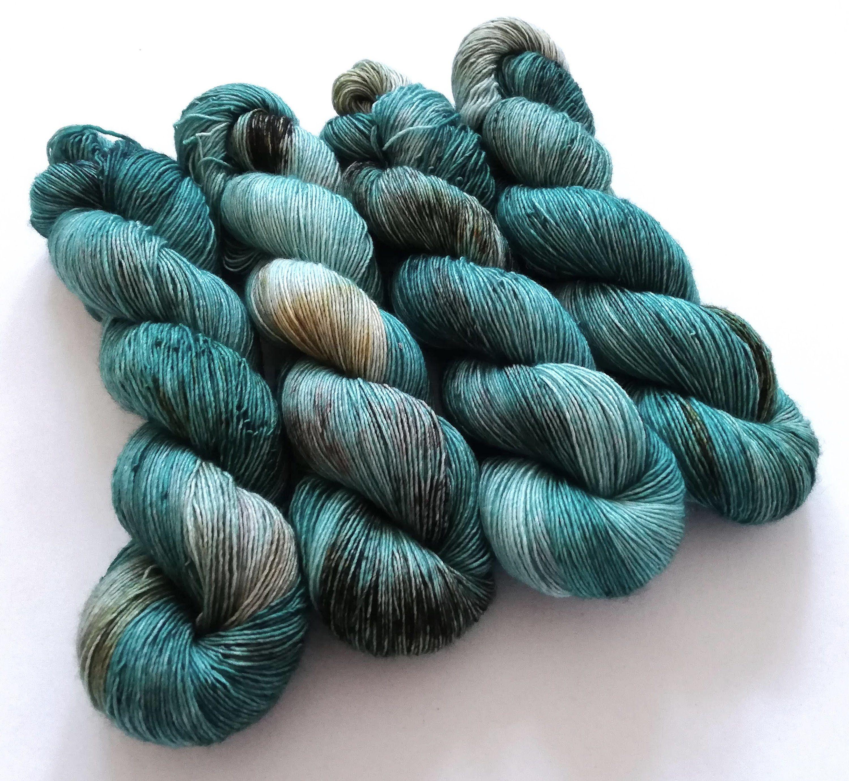 Hand dyed singles superwash merino 4ply wool yarn, tonal