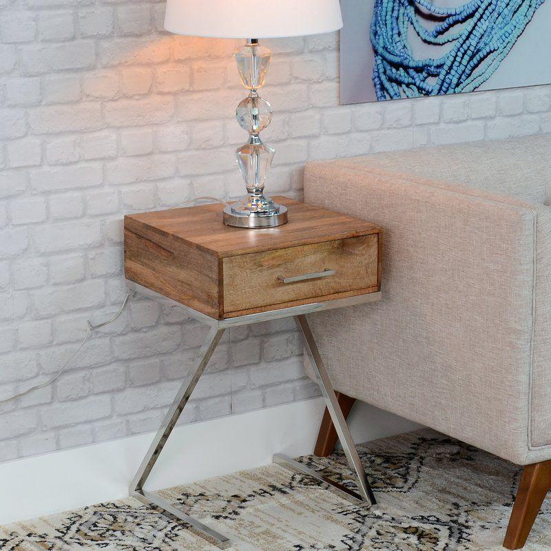 Eleganter Nachttisch, modernes Design aus Holz mit