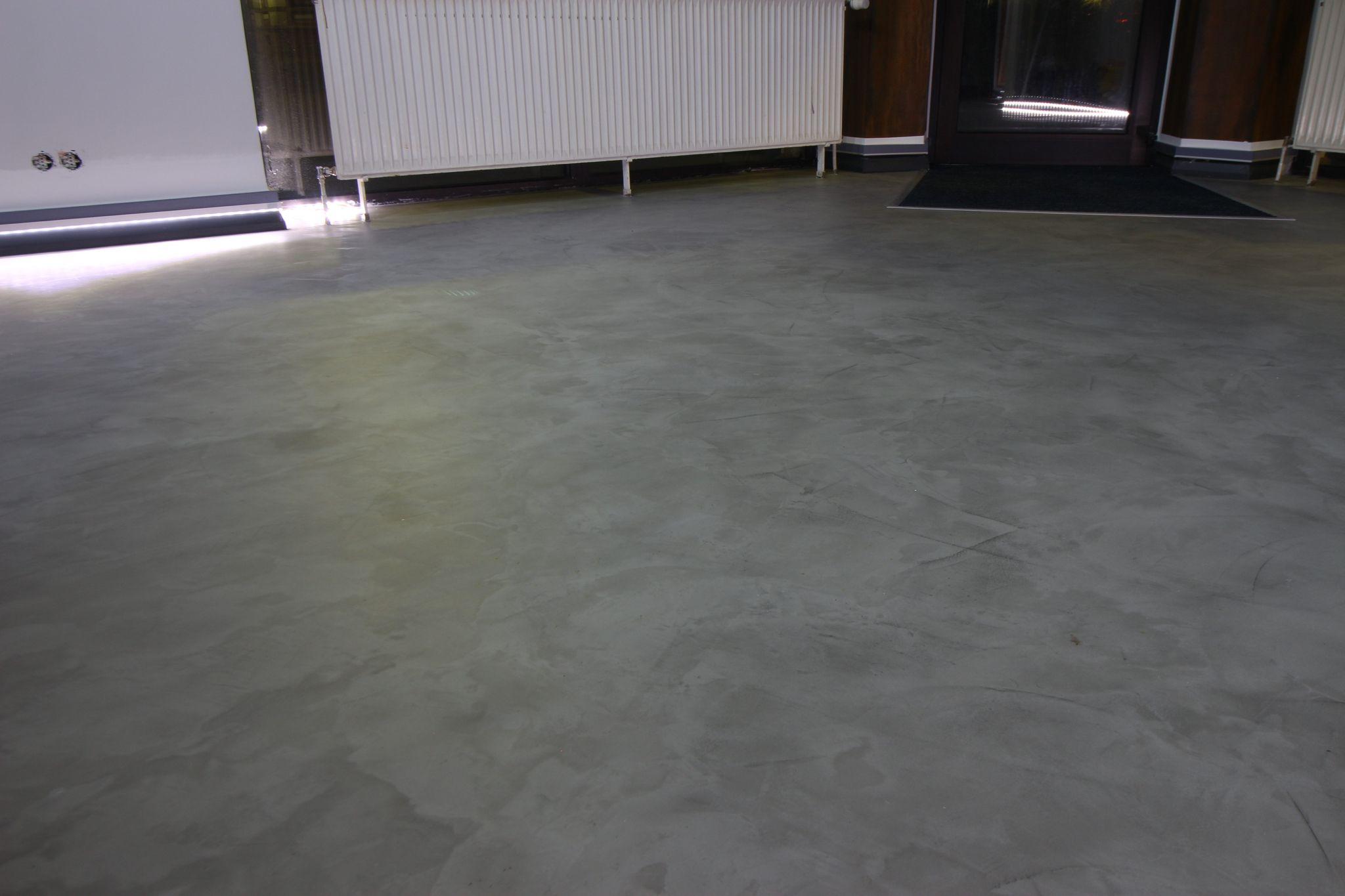 Fugenloser Fußboden fugenloser bodenbelag in kräftigen grau in unserem showroom