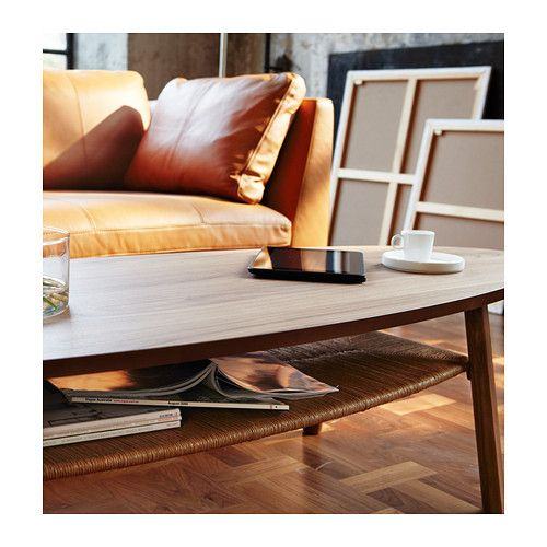 STOCKHOLM Sofabord IKEA Bordpladen af valnøddetræsfiner og ben af massiv valnød gi'r en varm og naturlig stemning i dit rum.