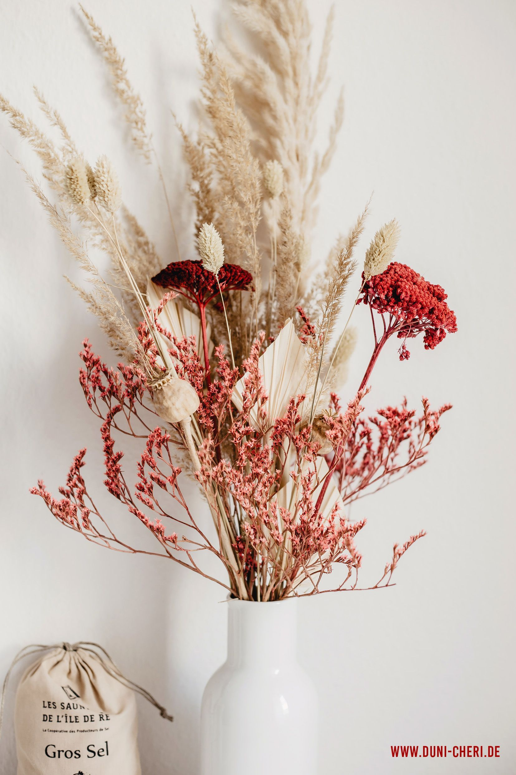 Getrocknete Blumen Gesteck Vase Rot Natur Blumen Gesteck Getrocknete Natur Rot Vase In 2020 Dried Flower Arrangements Dried Flowers Flower Arrangements