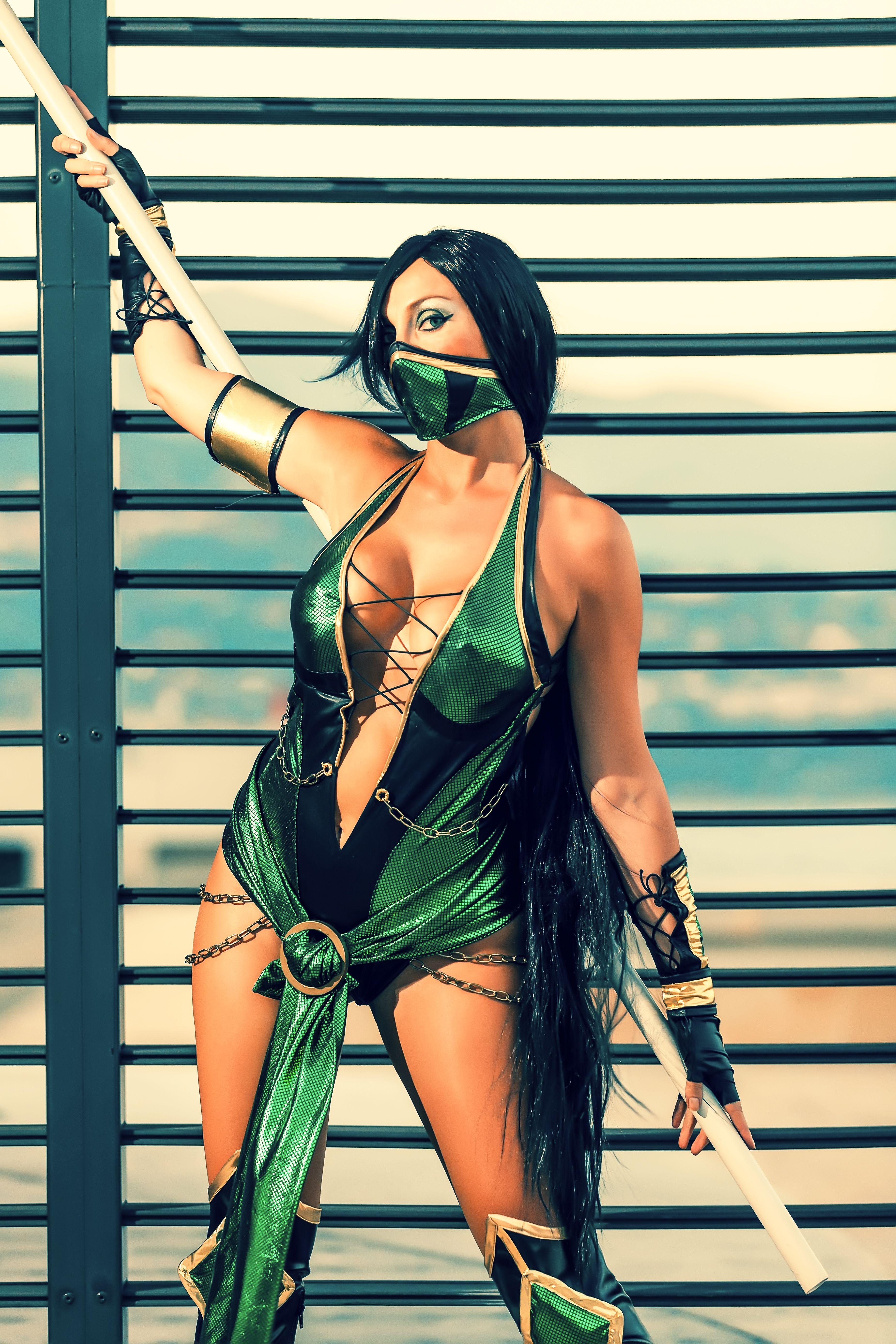 21 Cosplay Models Who Totally Nailed Jade From Mortal