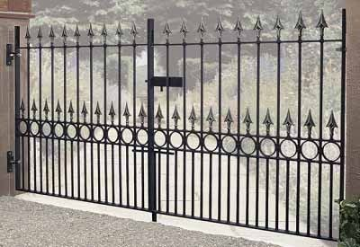 Balmoral Wrought Iron Metal Driveway Gates - Featuring a heavy duty construction these timeless double gates will create an imposing look to any driveway entrance.