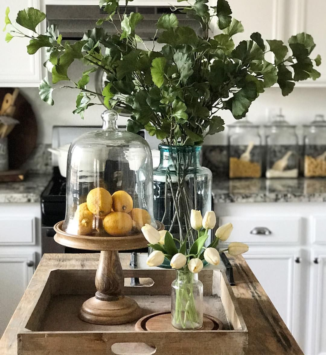 Decorating with Lemons. Kitchen island Decor  Kitchen island
