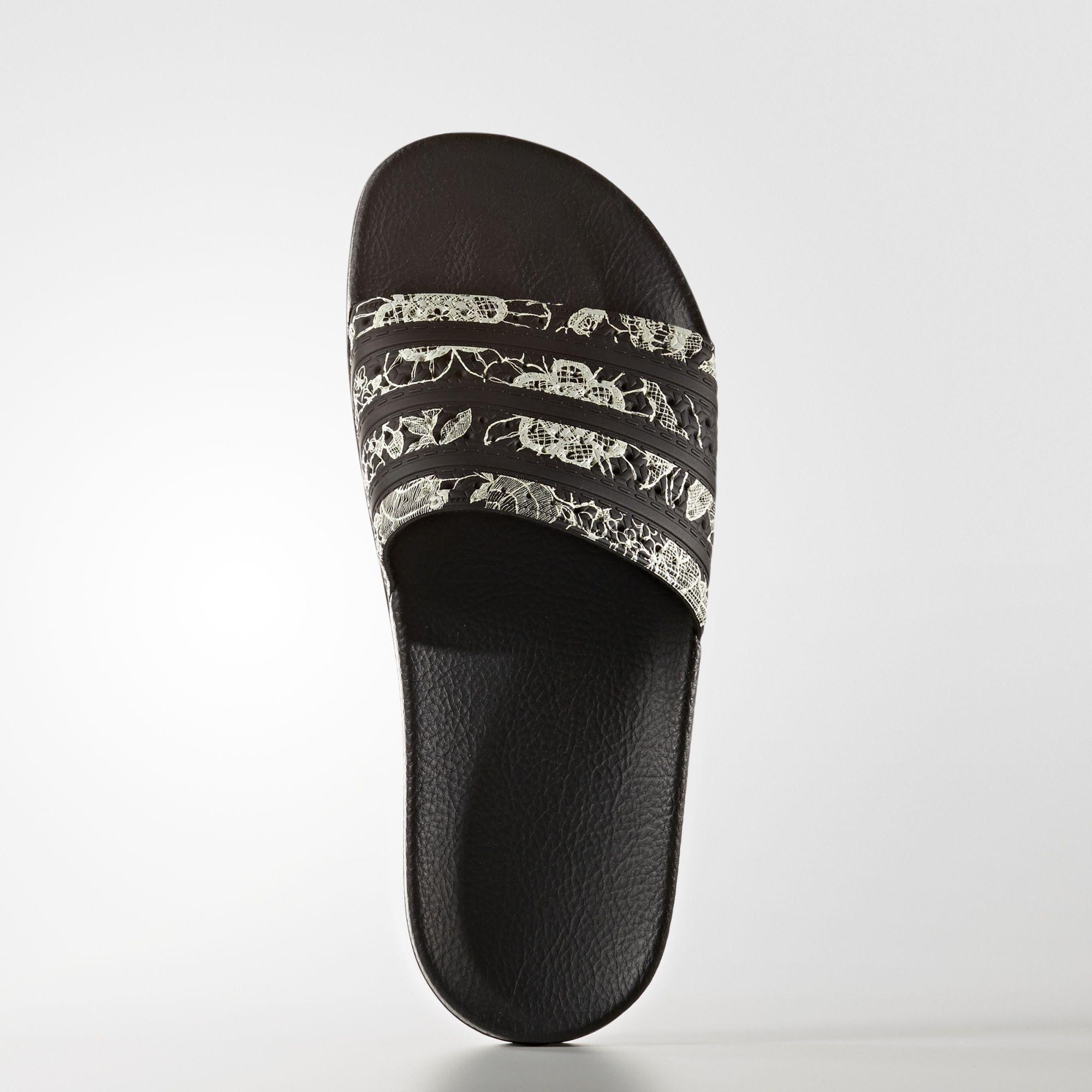 7bbf3c90ee6 adidas - Chinelo adilette FARM