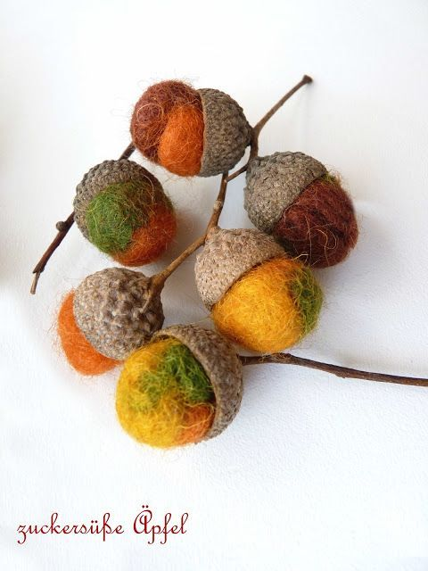 Felt acorns, beautiful, need to make some for christmas #feltedwoolcrafts