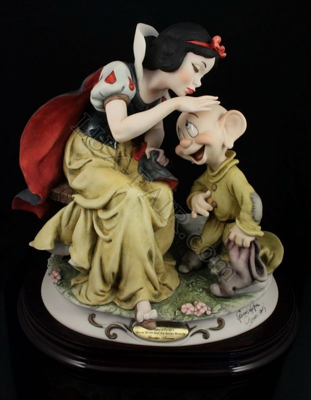 giuseppe armani disney figurine 309c snow white kissing dopey armani figurines pinterest. Black Bedroom Furniture Sets. Home Design Ideas