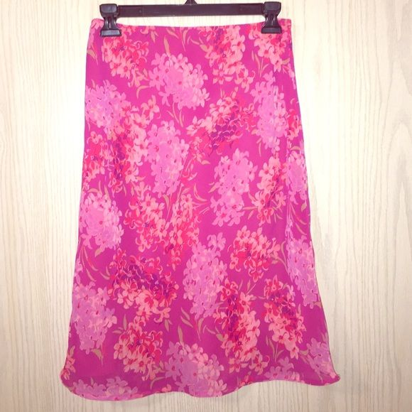 Sale❗️Express floral print chiffon skirt Bright pink! Excellent condition. Express Skirts