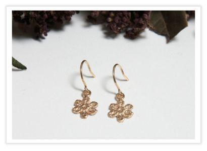 フラワーレースピアス/ゴールド flowerlace pierce/GL・・・ピアス/イヤリング:ハンドメイド アクセサリー ブランド「Lockmaria(ロクマリア)」