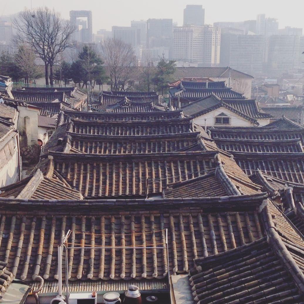 과거와 현재가 공존하는 곳  #종로 #북촌 #한옥마을 #기와  #Bukchon #hanok #tile by su_yeon_08